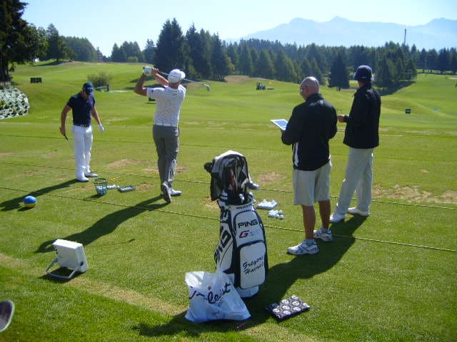 Greg_Havret_caddie_and_coach_working_with_X2